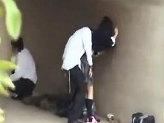 高校生が同級生と野外でセックスしてる素人が盗撮したエッチ動画