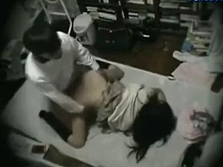 生意気な高校生をイカせ捲ったオジサンが盗撮したセックス動画