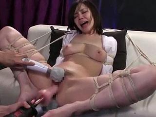 【拘束バイブ責め】拘束された美巨乳お姉さんがマシンバイブの超激ピストンに痙攣しながら何度も絶頂w