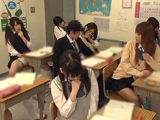 授業中に隣のJKを手マンしてたらクラスのJKみんなに発情が伝染wエロ動画