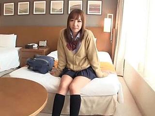 パパ活で担任の教師とハメ撮りしちゃうエッチな制服女子高生エロ動画