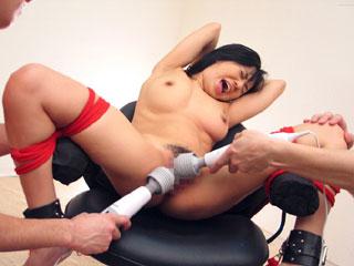 美巨乳美少女が拘束クリ電マ責めで痙攣しながらイキまくるwエロ動画