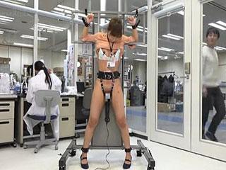 SODの女子社員をガラス張りのオフィスで拘束電マ責めして放置