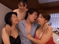 熟女ハーレムのエロ動画でEDを一発解消する勃起不全の旦那
