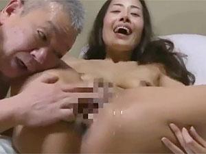 NTR懇願のある妻の行為を覗き勃起するヘンリー塚本エロ動画