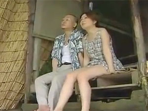 ヘンリー塚本のエロ動画で妹的存在の村の娘と最後のセックス