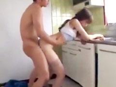 若妻が業者男に痴女り潮吹きされ不倫セックスし捲るエロ動画