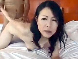 素人の50代熟女が不倫相手とホテルでハメ撮りし捲るエロ動画