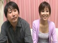 AV企画の罰ゲームで愛妻を夫の目の前で寝取られるエロ動画