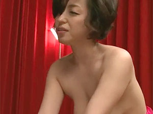 垂れ乳の妖艶おばさんが初AV初不倫w連続でイキ捲るエロ動画