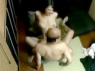 巨乳の熟女が絶倫ハゲ上司と個室で不倫し捲る盗撮のエロ動画