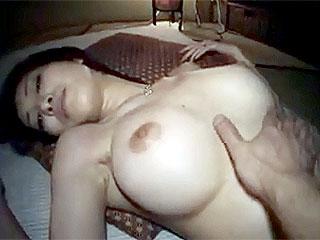 素人の巨乳妻とSEXし捲る卑猥なハメ撮り個人撮影のエロ動画