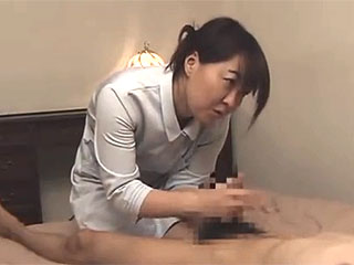 人妻マッサージが21歳の若者に発情しセックスし捲るエロ動画