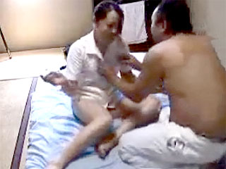 盗撮のエロ動画で完全素人のマッサージの人妻を口説きハメる