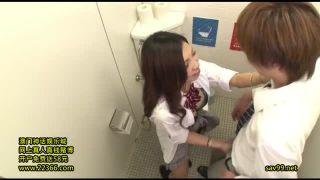 学校のトイレで性欲満たしお小遣い稼ぐビッチJKの援交エッチ動画