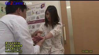 変態医者がガチロリJC娘をエロ診察で次々パコり捲くるSEX動画