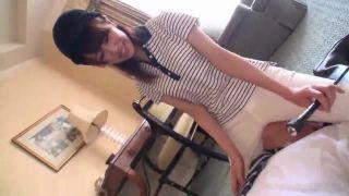 乗馬服に着替えたセレブお嬢様がチンポに鞭打ち手コキのフェチ動画