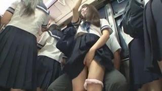電車内でパンチラ逆痴漢する痴女JKの馬乗りSEXが凄いエロ動画
