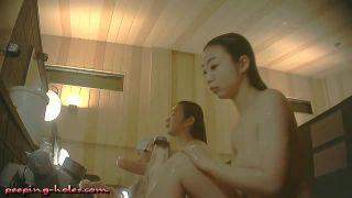ガチやばい中学生高校生くらいの裸が丸見えの女風呂リアル盗撮動画