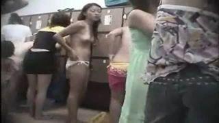 日焼け水着の素人JKギャルを隠し撮りした更衣室リアル盗撮動画