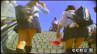 階段を上る現役JKの後をつけてパンチラ逆さ撮りしたガチ盗撮動画