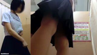 イオン試着室にカメラをしかけ隠し撮りした現役JK生着替え盗撮動画