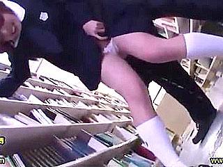 図書館で勉強する優等生JCが痴漢され潮吹きまでしちゃうレイプ動画