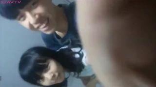 ガチロリJC彼女とのリアルSEXをスマホで自撮り投稿のエロ動画