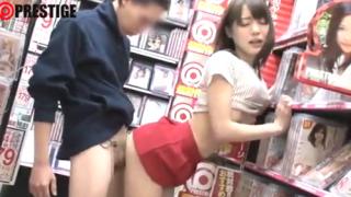 AVギャル女優がアダルトショップで逆痴漢しSEXするエロ企画動画