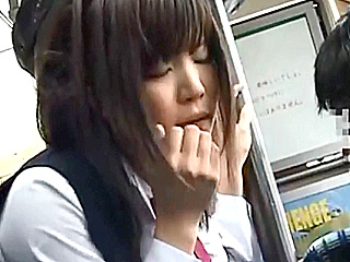 バス車内で痴漢される制服JKが手マン・イラマに必死に耐えるレイプ動画