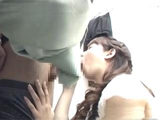 素人投稿☆隠し撮りイケメンが試着室で巨乳パイパン店員にチンポ見せたら…♪