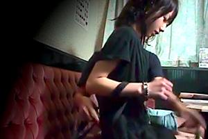 カラオケ店ナンパ盗撮押しに弱い可愛い店員ハメ隠し撮りエッチ動画
