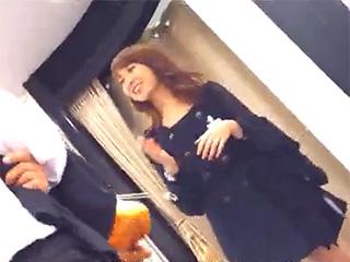【パンチラ胸チラ☆盗撮】とあるショップの可愛い店員さんのパンチラ胸チラ隠し撮りしてきたぞwww|無料エロ動画ガチヌキ
