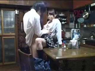 家庭内盗撮カメラ連れ子のJK娘と夫と息子を隠し撮り寝取られ動画