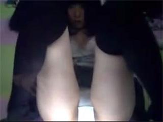 素人投稿JK見学店でニーハイJKの挑発オナニー盗撮スマホ流出エロ動画