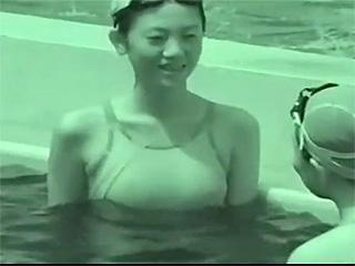 【素人投稿☆隠し撮り】プールで競水姿の美人アスリートJDを赤外線カメラ盗撮♪透け乳首ポッチ最高だぜww