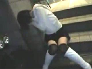 【素人投稿☆泥酔レイプ】歌舞伎町で酔い潰れて寝てる巨乳ギャルを介抱するふりして公衆トイレ連れ込み中出しレイプ♪やり放題やなw|無料エロ動画ガチヌキ