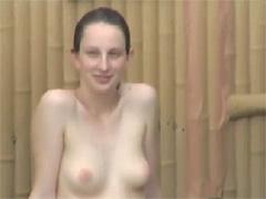 覗き隠し撮りエロ動画で露天風呂で癒される美乳首ロシア美女ヌード