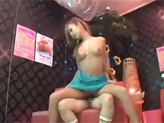 高円寺のピンサロ店のNo1巨乳ギャル嬢の生本番こっそり盗撮動画